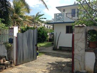 Grande villa de standing avec sa piscine privée face mer & ses prestations .
