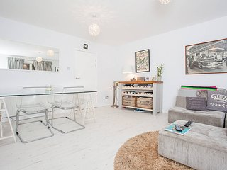 Stylish & Charming 2Bed Flat With a Garden