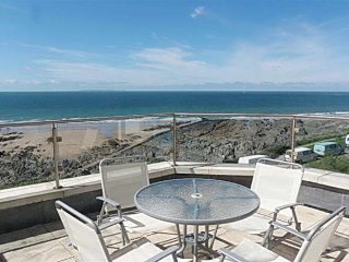 5 Little Beach - glorious seafront apartment directly on the esplanade