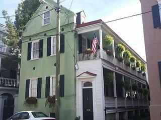 Charming 3BR unit in the heart of historic Charleston