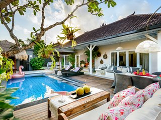 Island Chic Pool Villa 2.5 brm Sleeps 8 - 5 MIN WALK SEMINYAK BEACH