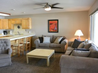 2 Bedroom Condo in popular Las Palmas with all year clubhouse access/indoor pool