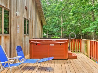 NEW! 4BR East Hampton Home w/ Private Hot Tub!