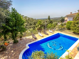 Villa Ametlla in the Barcelona countryside, only 35km to the city and beach!