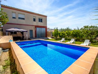 Villa del Sol for 7 in Deltebre, Tarragona, only 5km from the beaches of Costa