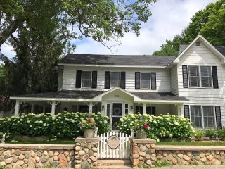 Charming home & guest house within walking distance of downtown Harbor Springs