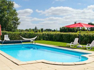 In Poitou-Charentes, enchanting holiday house with terrace and shared pool