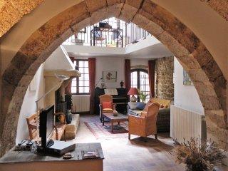 Enchanting historic house near Aix