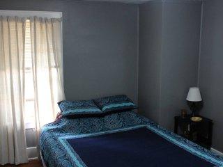 Glenwood Park room in the Center of Erie