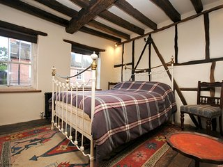 The Cottage  in Central Chichester - Sleeps 8