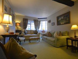 Damers Bridge Cottage, sleeps 6 in historic Petworth