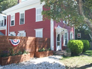 Luxurious 4+ BR, 3 BA Victorian / Historic Harwich Center / Sleeps 14