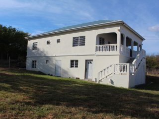 Villa Benito, Pinneys, Nevis 3 mins to golf course and local amenities.