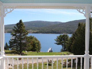 Oceanfront+Hot Tub+Fire Pit: Featured on Fine Living Channel-Near Bar Harbor&ANP