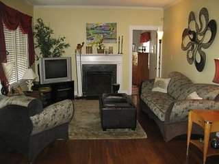 Groovy Affordable Corporate/Vacation Home Historic Downtown Islands Beach
