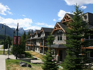 Mountain Resort – 4 Star Hotel Condo in Rockies & Bow Valley