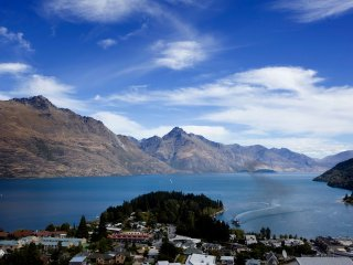 Fantastic position overlooking town and the Queenstown Gardens