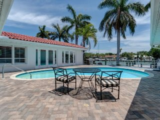 Boater`s Paradise - 50` Boat slip - Private Pool - Minutes to Fort Desoto Beach
