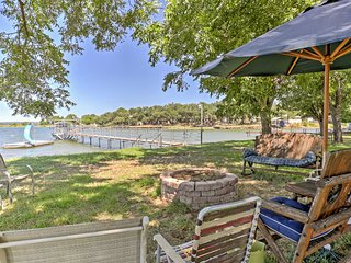 Waterfront 3BR Lake Buchanan Home w/Pontoon Boat!