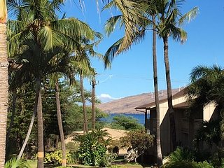 Kihei Bay Vista #C-205, Ocean and Inner Courtyard Views, Top Floor, Sleeps 2