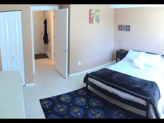 Spacious Private Room 30 min from Vancouver and 20 min from US border