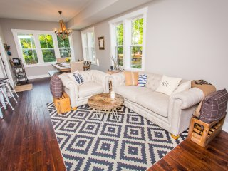 View of beautifully decorated living & dining area