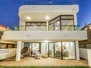 TALLEBUDGERA BEACH HOUSE - Absolute beachfront property