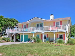 Colorful Emerald Isle House - 1 Block to Beach!