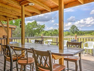 NEW! 2BR Bandera Cabin w/ Deck & Hillside Views!
