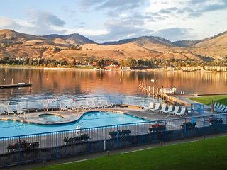 Lakefront Condo 3 Blocks from Downtown Chelan!