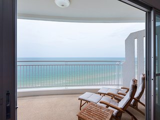 Front-Sea View, Two Bedroom Apartment_Baan TiewKlurn Beachfront Condominium