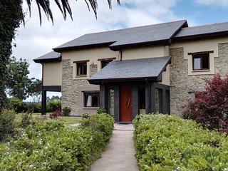 Gran Casa de Piedra con Jardin