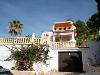 Alma - holiday home with private swimming pool in Benitachell