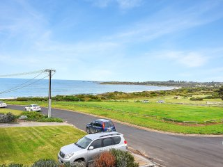 Allswell - Panoramic Views over Bashams Beach