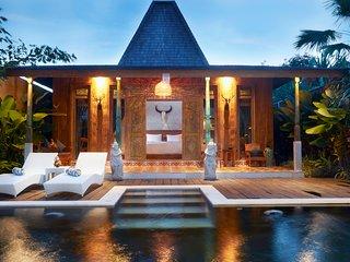 Kubu Kayu Villa, Seminyak Bali