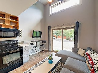 Brand-New 1BR, Free Shuttle, 9-minute Walk to Cascade Lift