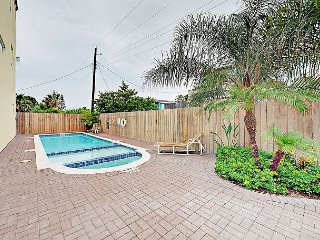2BR w/ Shared Pool & Hot Tub, Steps to Beach, Walk to Bars & Restaurants