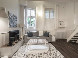 Modern studio close to the Arc de Triomphe