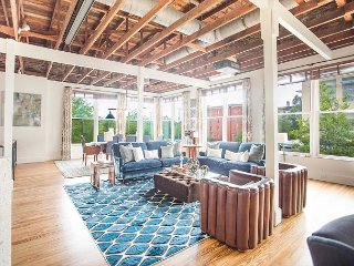 Luxurious 4-bedroom loft steps away from Broughton St. and River St.