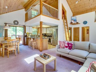 Roomy mountain home w/ shared pool, sauna, hot tub - on-site golf, near slopes!