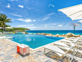 LE REVE...Super Luxurious 6 BR Villa - private beach area & gourmet chef