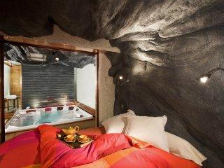 The Canadian Luxury Chalet Rental (6  people) Amazing wellness area: Sauna, Spa