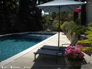 """les Romarins"", Independent garden flat in house with private pool"