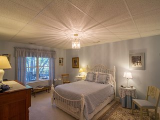 Bradford Suite | B&B Style Suite off 29, Close to UVa & Downtown C'ville