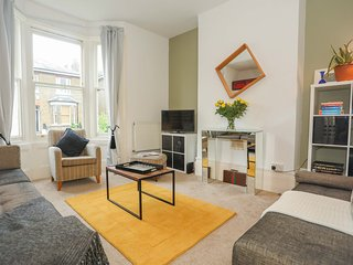 Super Greenwich 2bed Flat close to tube and sites