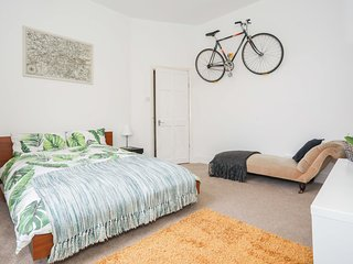 Sunny Family Flat Greenwich Sights & Tube Close Sleeps 4