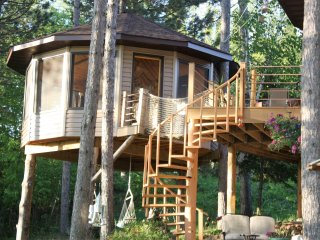 TREE HOUSE LAKE CAMPING