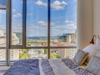 Hip & modern downtown elegance w/ spectacular views of the city - dogs okay!