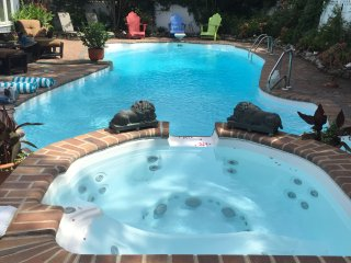 Tropical Oasis Pool & Spa -  5 BR, 2.5 Bath, 2 Family Rms, Sleeps 14, Bay Views