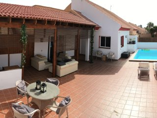 Nice villa. Short Walk to sea and town. Privat pool.  WI-FI and TV.